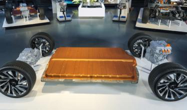 Construção de fábrica de células de bateria avança