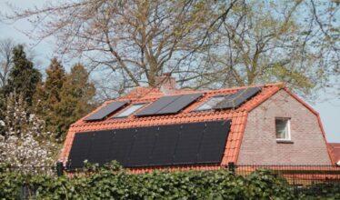 Casa ecológica - energia solar - painéis solares - construção civil