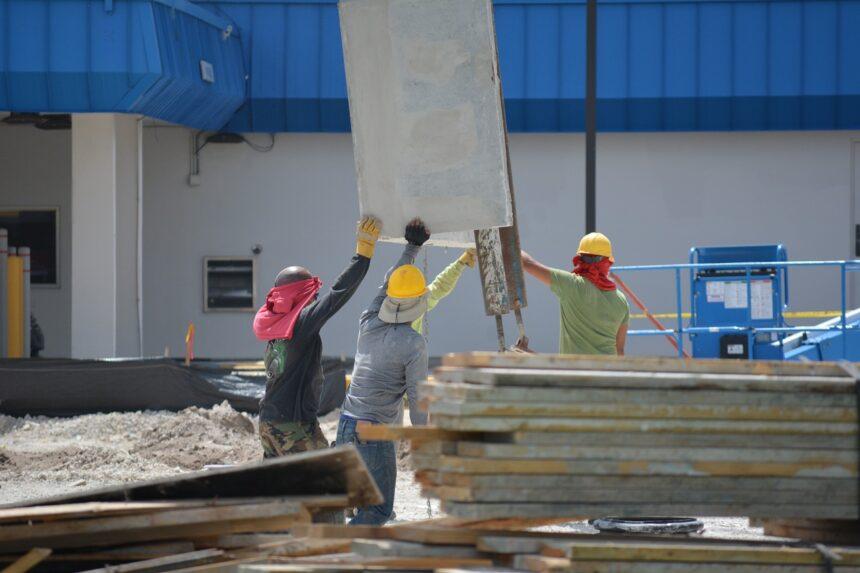 Empresas no ramo de obras e construção civil estão com processo seletivo aberto para preencher as vagas de emprego disponíveis