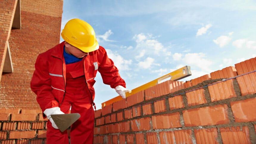 Com alta no setor de obras e construção civil, muitas empresas estão com processos seletivos em andamento. Conheça as vagas de emprego disponível.
