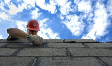 Empresas espalhadas pelo Brasil estão com processo seletivo aberto para preenchimento de vagas de emprego no setor de obras e construção