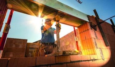 Funsat está ofertando vagas de emprego para pedreiro, carpinteiro e servente para atuar em obras de construção civil em Campo Grande com processo seletivo feito pelo celular